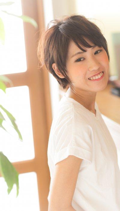 お手入れ簡単♪斜めバングのふんわり小顔ショート 長野綾子.jpg